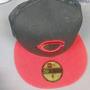 New era fited mesh side hat